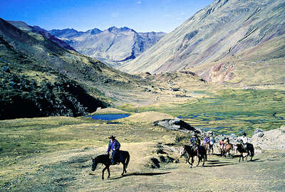 Expedition on horseback to the Sacred Valley