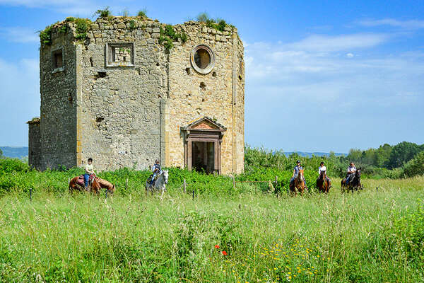Etruscan horseback trail in Tuscany and Lazio