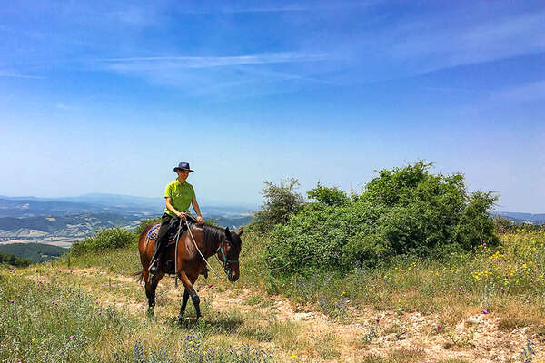 Riding through the Etruscan vie cave