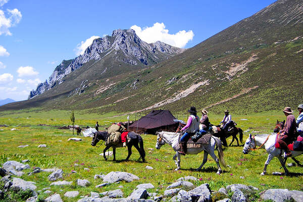 Tibet horseback riding pack trip the Shamalong Festival